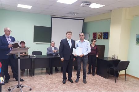 د. أمجد أبومخ يحصل على شهادة الدكتوراة (Ph.D) في العلوم التربوية مع شهادة محاضر باحث